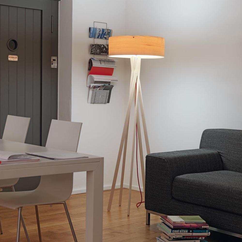 warmleuchtende stehleuchte arba aus ahornfurnier. Black Bedroom Furniture Sets. Home Design Ideas