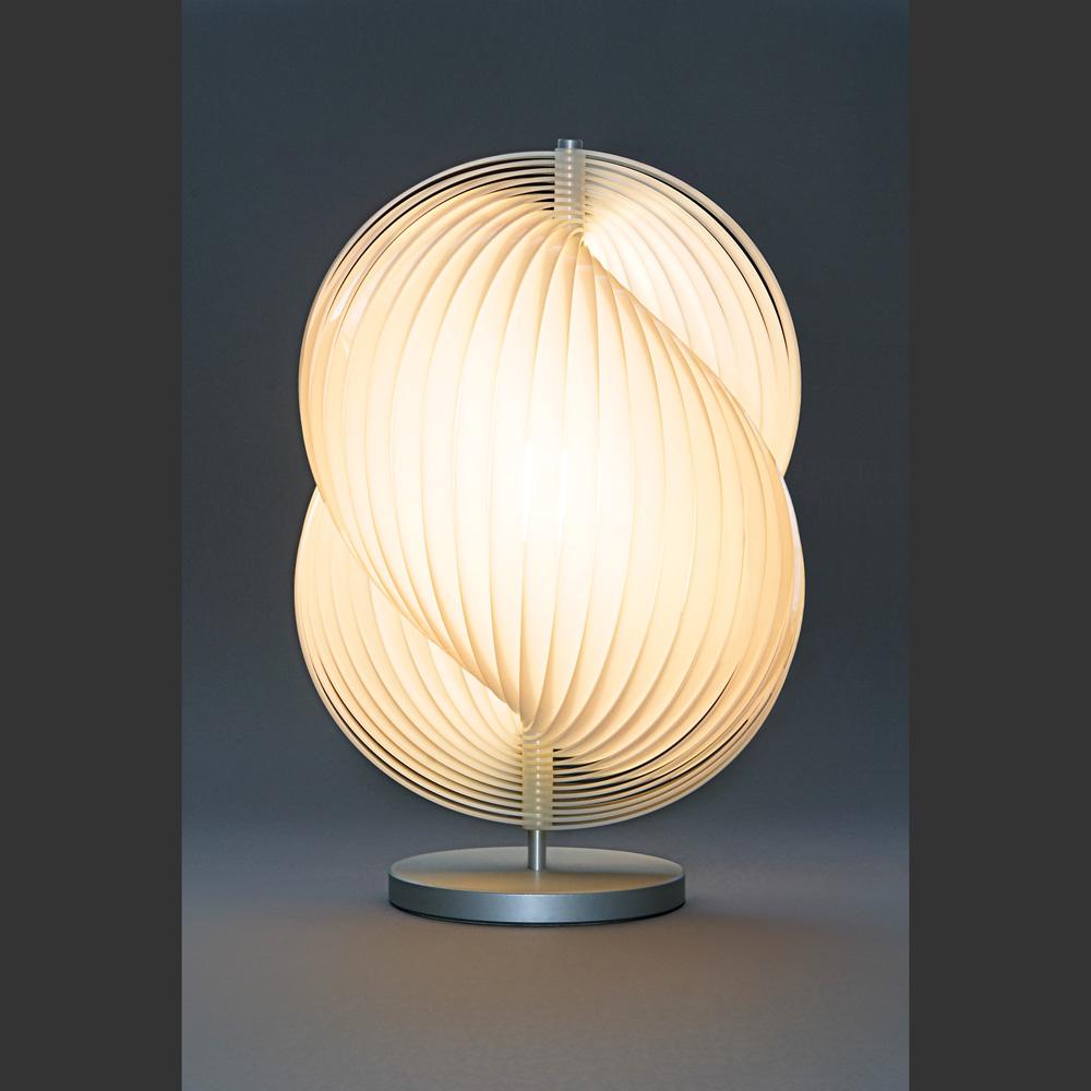 Effektvolle designer tischlampe la perle von tecnolumen for Hochwertige tischlampen